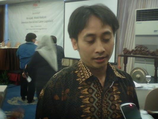"""Seminar """"Menjadi Wakil Rakyat: Investasi & Relasi Calon Legislatif"""""""