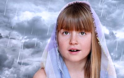 foto anak-anak hujan-hujanan