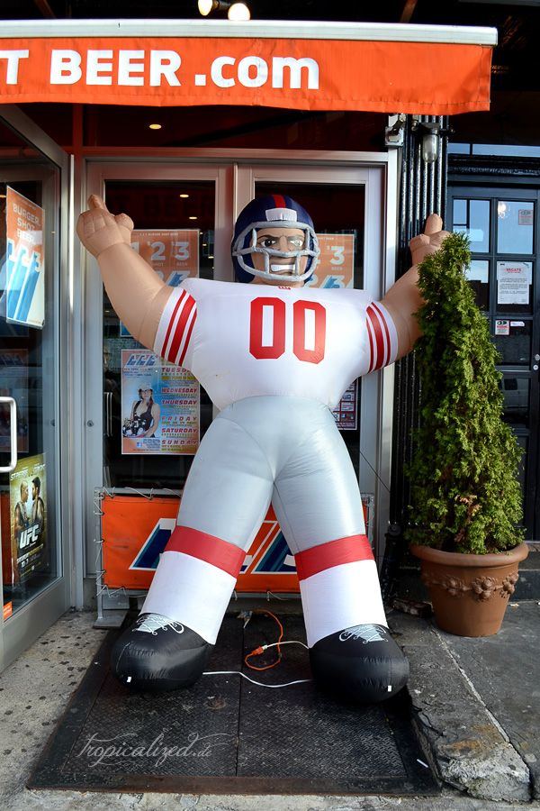 New York November 2012 Football Puppe