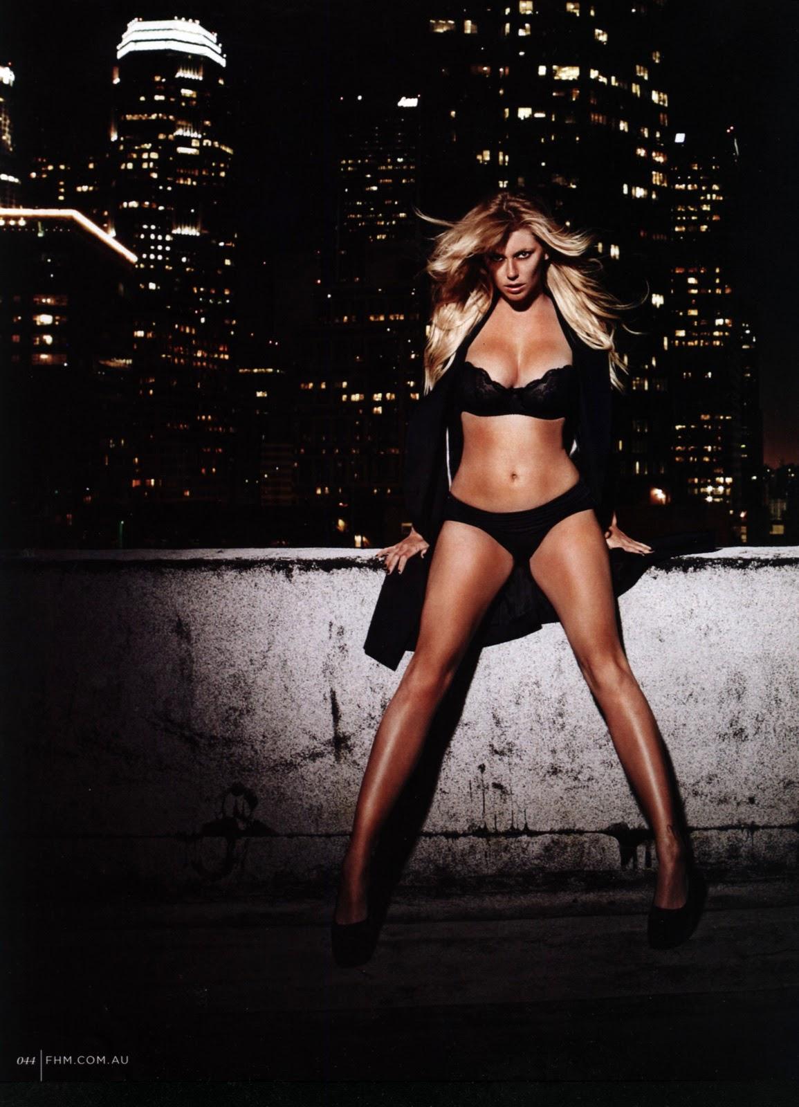 http://3.bp.blogspot.com/-lQr3yL2BXGE/TVkEa4oENaI/AAAAAAAAIb4/_A5Ecw3f6f0/s1600/Diora+Baird+%25E2%2580%2593+FHM+Magazine+Australia+March+2011+%25281%2529.jpg