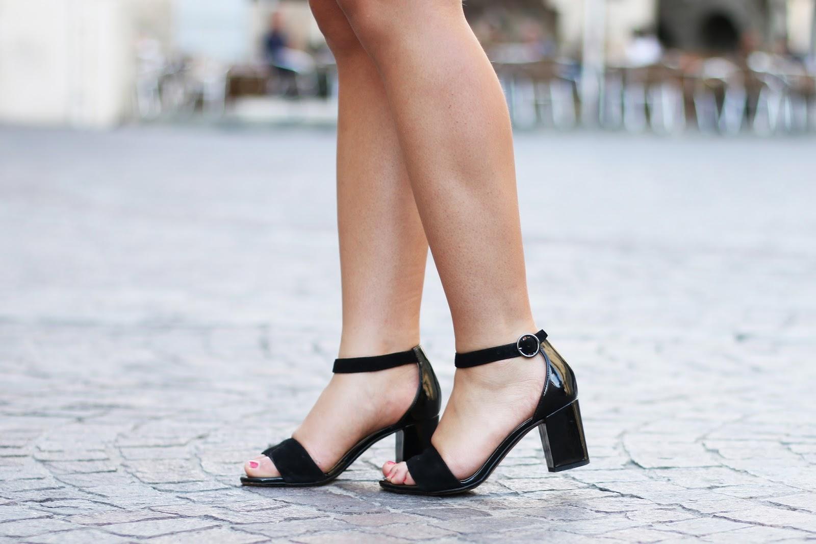 Sandales cuir vernis daim noir