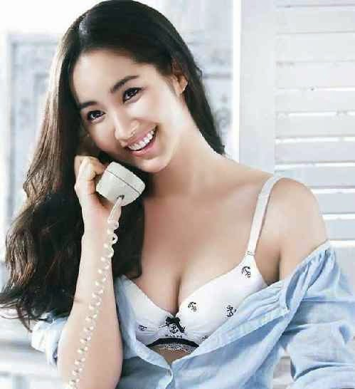 park min-young sexy boob cleavage 02