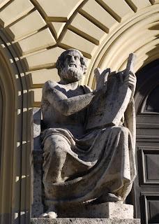 Homer vor der Bayerischen Staatsbibliothek