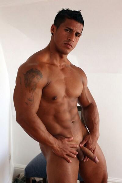 Dieser Muskul Se Latin Bodybuilder Kann Sich Zeigen Geiler Schwanz