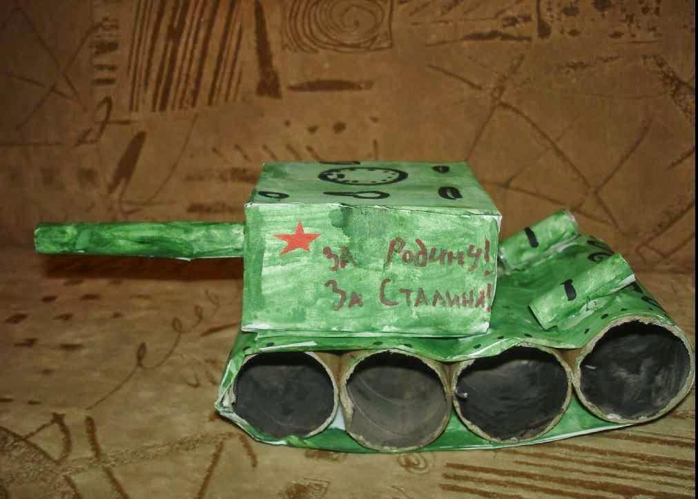 Даша решила сделать танк Т-34,