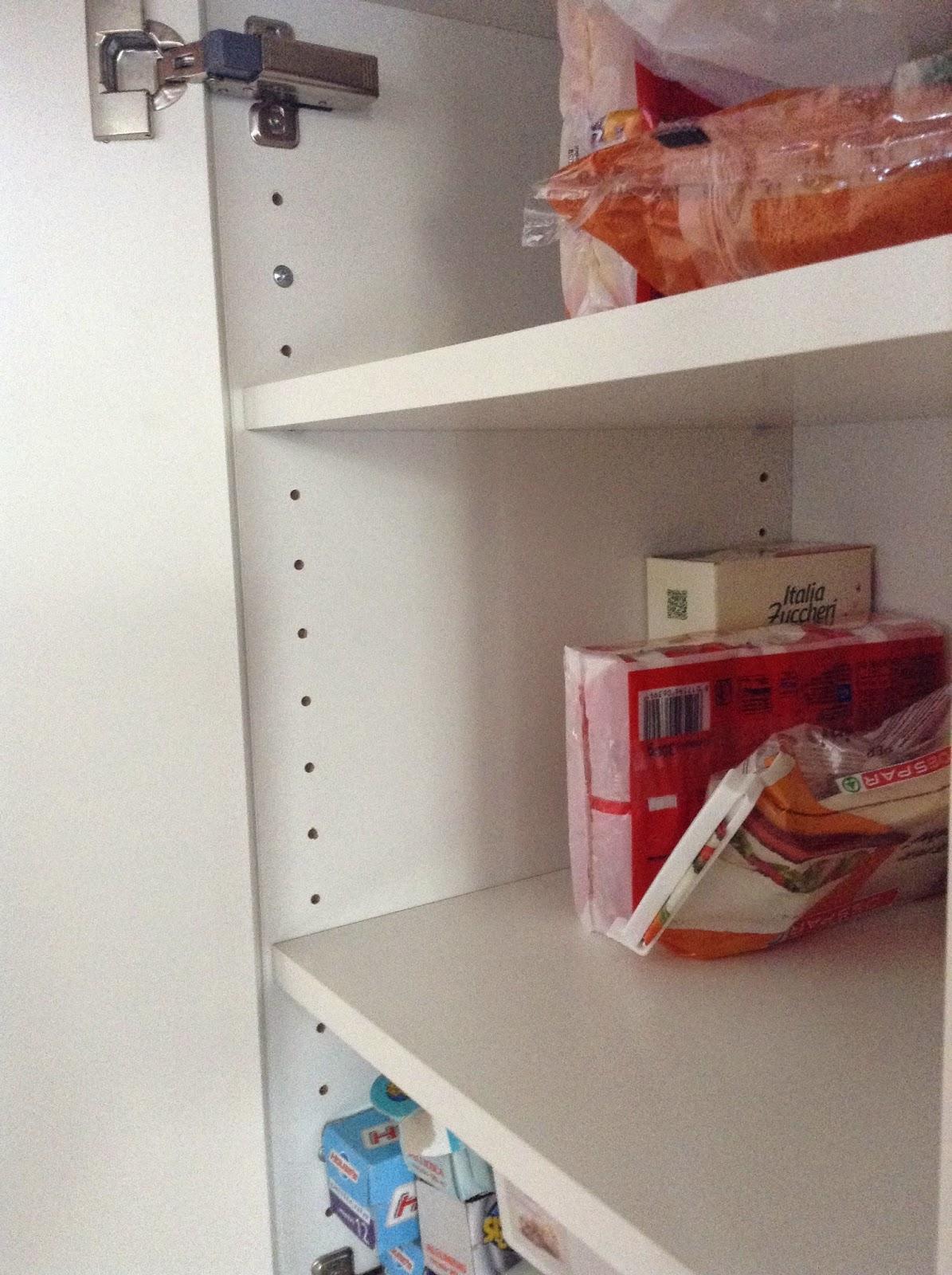 Armadio laccato bianco per soggiorno - Ikea pensili cucina scolapiatti ...