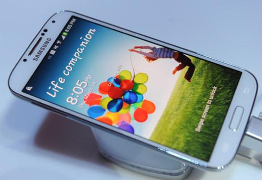 """سامسونج تُطلق هاتفها الذكي جالاكسي إس 4 """"Sasung-S4"""" في المملكة السعودية اليوم"""