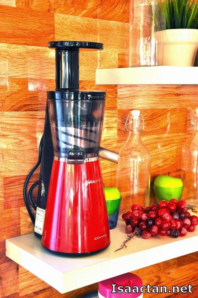 Coway Juicepresso Slow Juicer Reviews : Coway Juicepresso Slow Juicer Truck Roadshow Isaactan.net Events Food Tech Travel