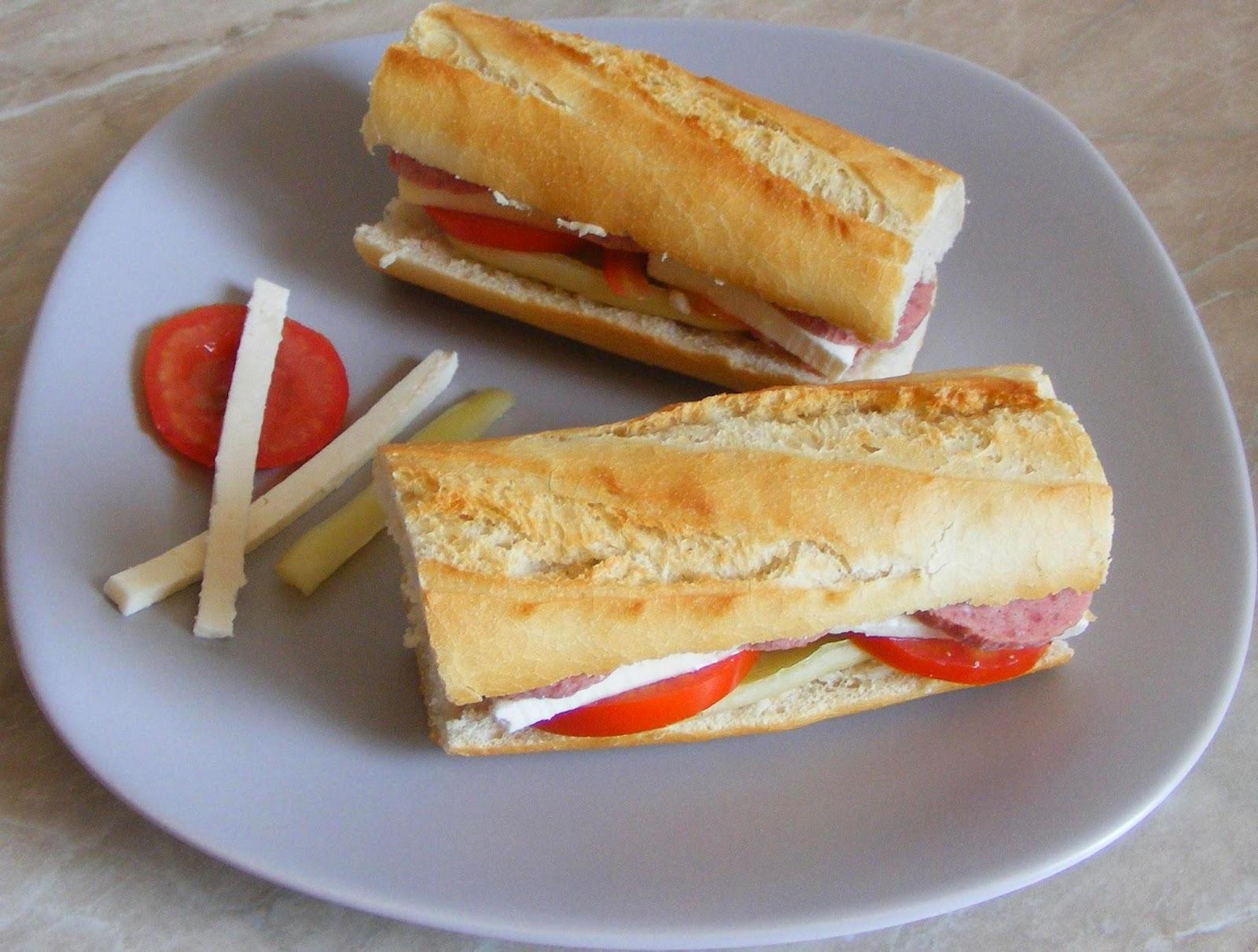 sandwich, sandwich din bagheta cu crenvursti, sandvis, sandvici, sendvici, sandwichuri, sandwich-uri, retete de mancare, retete mancare, gustari, gustare, retete rapide, retete usoare, sandwich retete, retete culinare, preparate culinare, retete mic dejun, reteta sanwich, reteta hot dog,