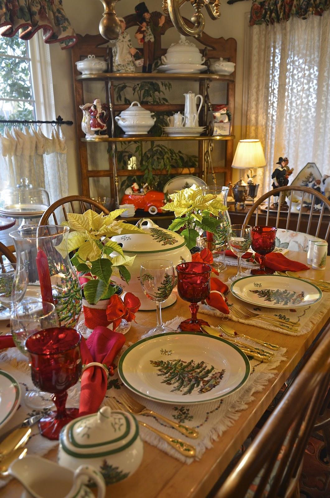 Entertaining women spode christmas tree x 2 for Christmas lunch table setting ideas