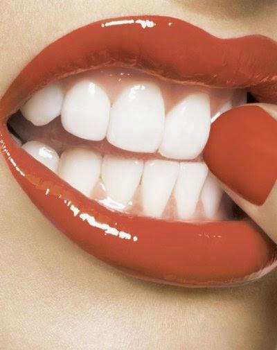 mes articles du jour astuce pour blanchir les dents. Black Bedroom Furniture Sets. Home Design Ideas