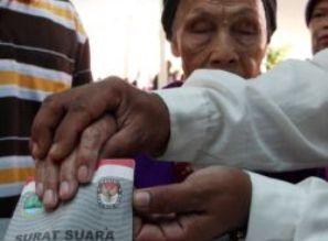 Penertiban Baligho pemilukada dan Pilwakot Cirebon  2013
