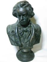 Patung Logam Setengah Badan Beethoven