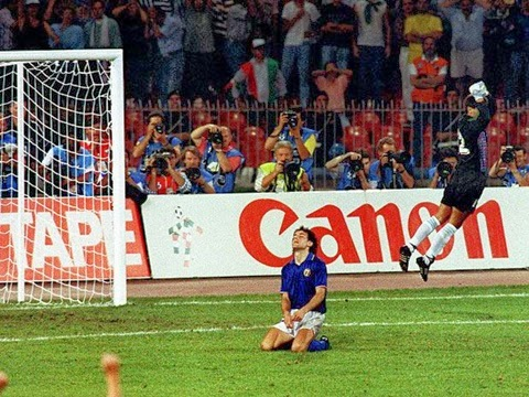 Goycochea defende penalti nas semifinais copa do mundo 1990