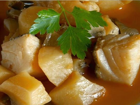 Patatas guisadas con bacalao cocina - Bacalao guisado con patatas ...