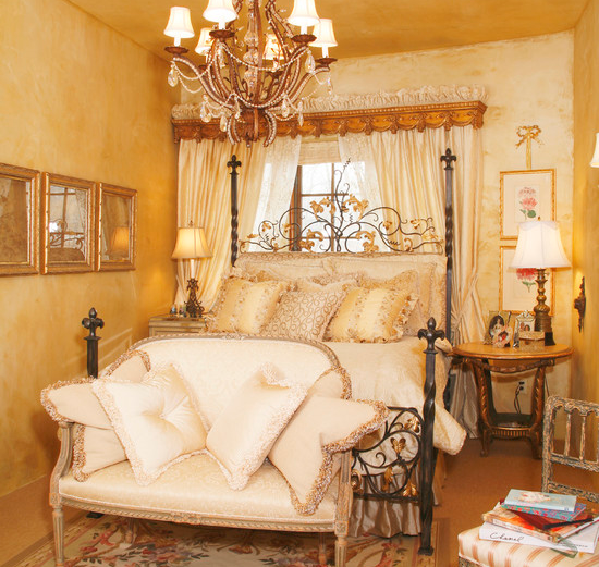 Luxury bedroom design romantic homeroomdesigning home for Glamorous bedroom designs