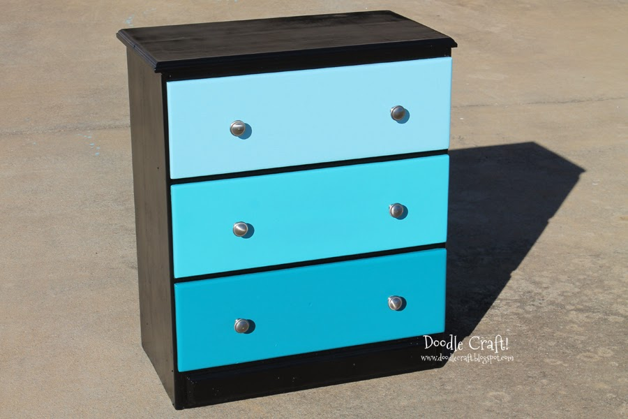 doodlecraft.blogspot.com/2014/01/aqua-ombre-chest-of-drawers.html