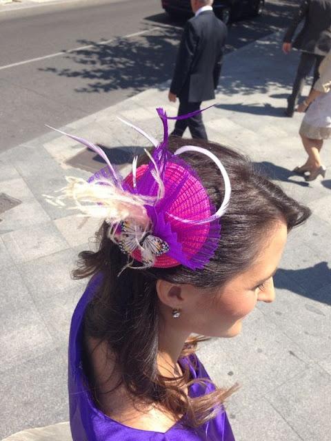 tocado para bodas, tocado económico, tocado barato, plumas de avestruz, fuxia, morado, mariposa