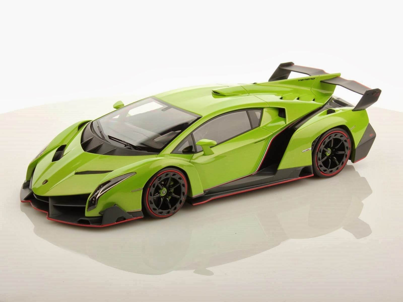 Foto Mobil Lamborghini Veneno Green Front Side View