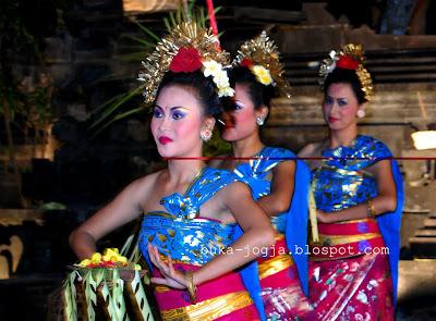 Tari Pendet, Tari Traditional Bali, Pendet Malaysia, Tari Kecak, Bali traditional