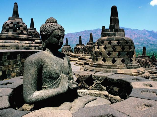 stupa-candi-borobudur