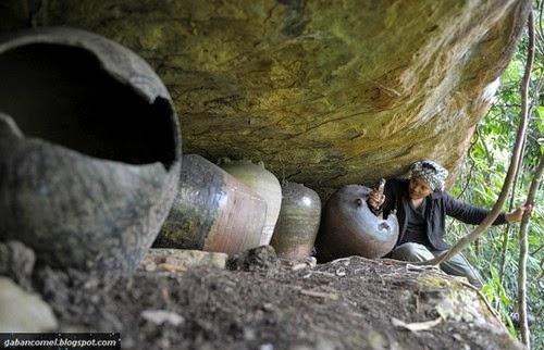 Misteri Tulang Manusia di Dalam Tempayan Bersama Berbelas belas Keranda