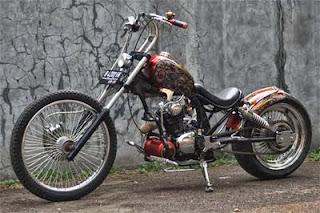 Honda CB dengan modifikasi beraliran chopper style