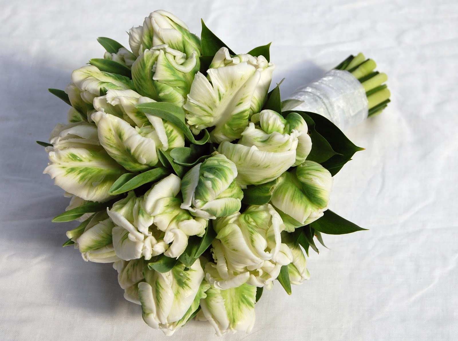 Mood flowers wedding bouquets for Wedding bouquet tulips and roses