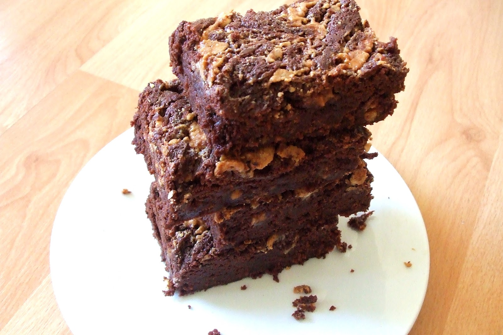 ... Therefore I Am: Peanut Butter and Snickers Brownies and a Giveaway