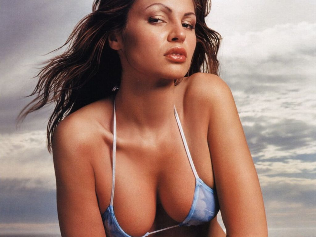 Hot gabrielle richens 39 s wallpapers world amazing for Hot wallpapers world
