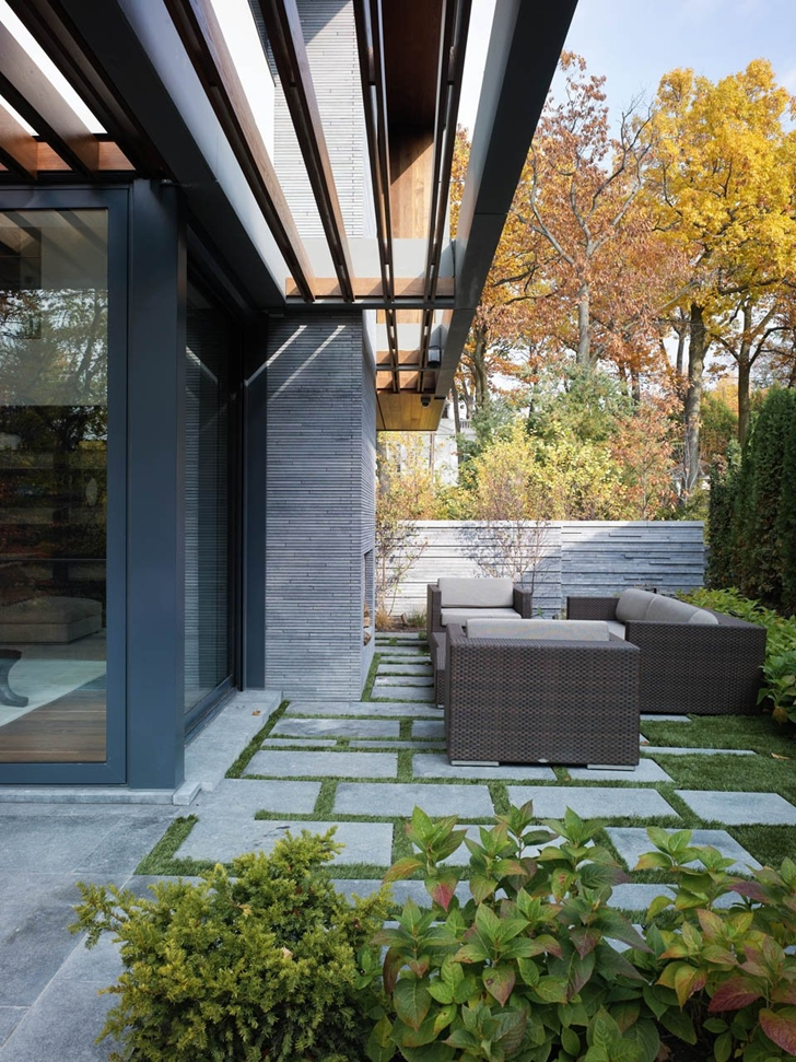 Terrace of Modern mansion by Belzberg Architects Group