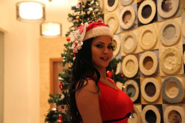 Christmas Celebrations By  Veena Malik Hottie