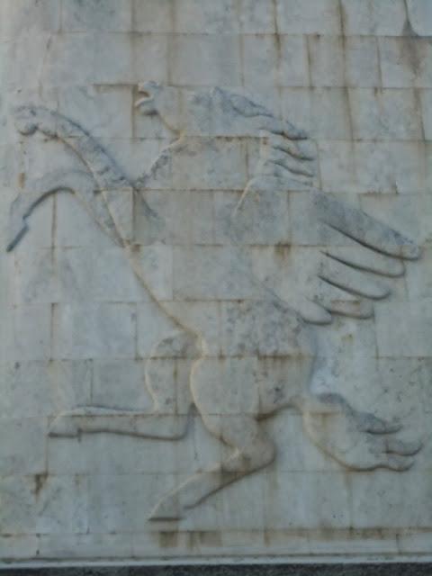 Il simbolo della Ferrari, il cavallino rampante era in origine lo stemma dell'asso dell'aviazione Francesco Baracca