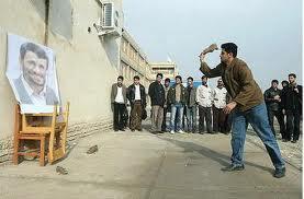 احمد ی نژاد در ساریمورد اصابت یک لنگه کفش قرار گرفت