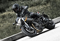 Benelli TNT899 Century Racer (2011) Riding