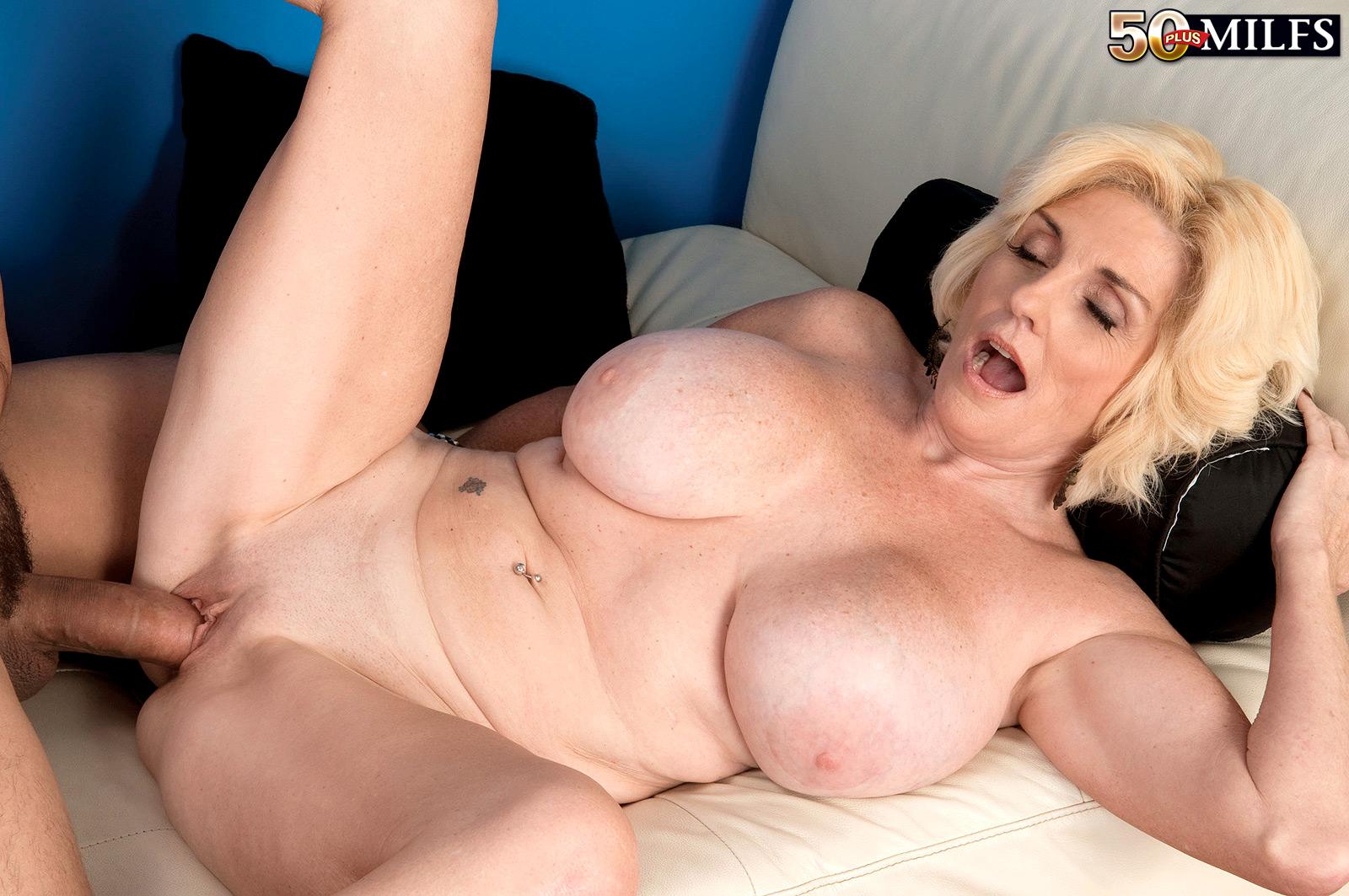 Сисястые тетки в порно, Зрелые женщины с сочными ТеЛаМи и бюстом порно ХД 2 фотография