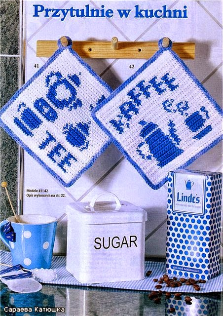 Agarradera tejida al crochet con diseño de caffee y tee en azul y blanco