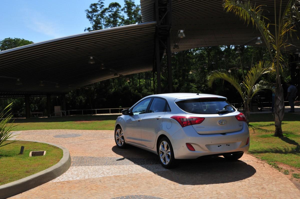 car in Hyundai i30 2013