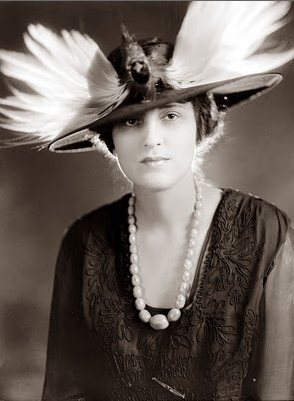 Now that's a hat! #antique #bird #hat #fashion