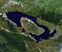 http://www.ciencia-online.net/2012/11/super-vulcao-antigo-afetou-os-confins.html