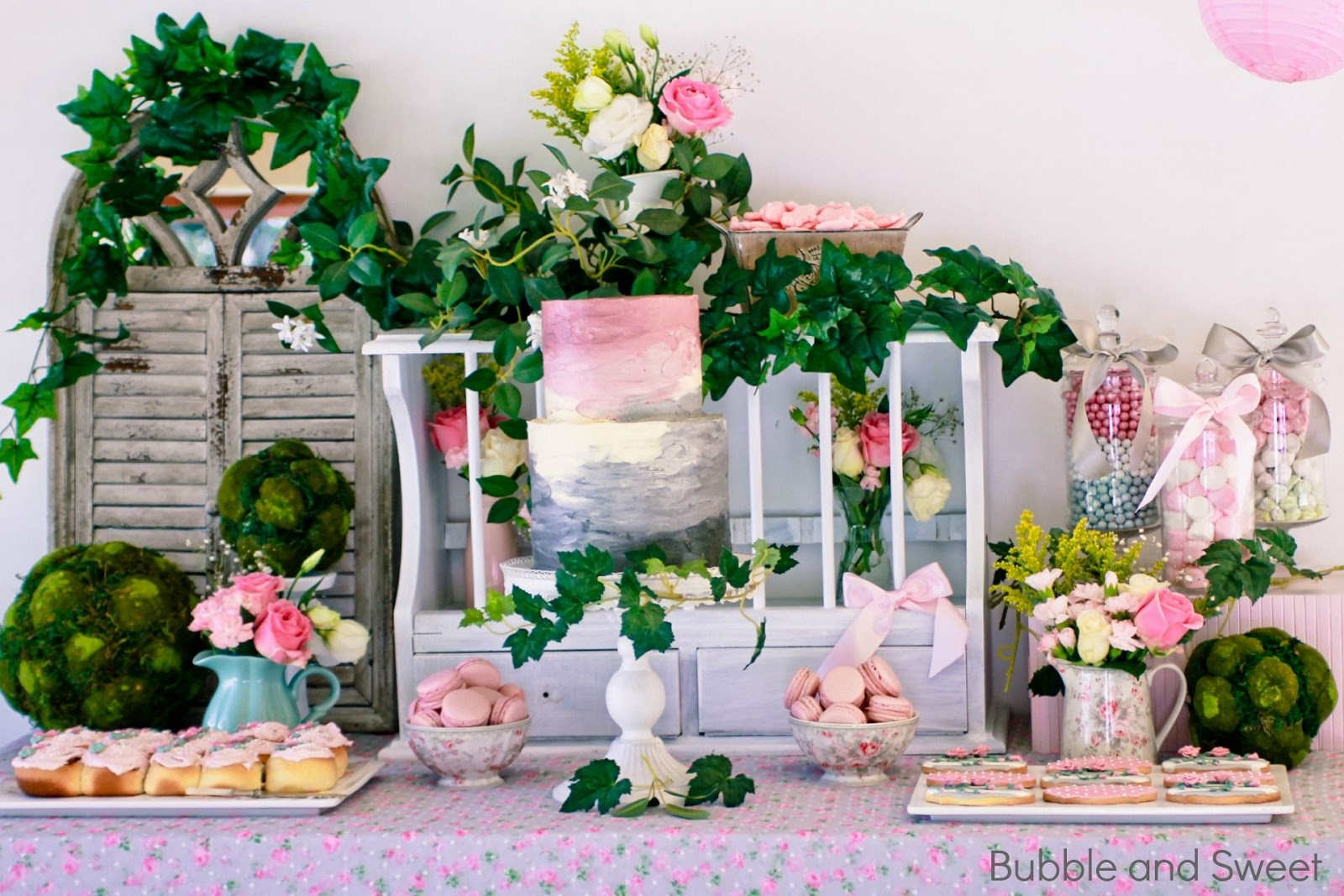 Bubble and Sweet: Sweet\'s gardening party with pink and grey party table
