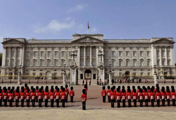 buckingham palace explosive gerald carroll trust scandal. Black Bedroom Furniture Sets. Home Design Ideas