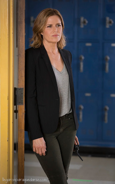 Kim Dickens como Madison