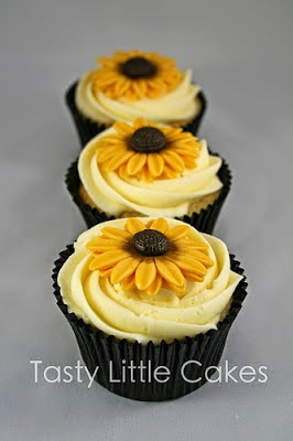 cupcakes with fondant sunflowers