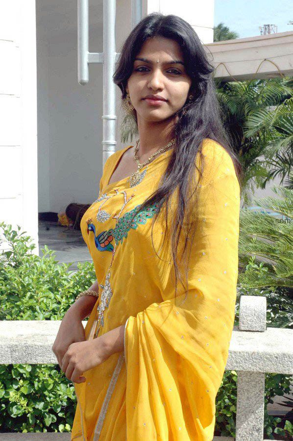Beautiful looking desi bhabhi