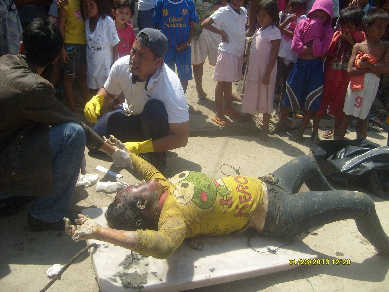 Mayat Wanita Berkaos Kuning Mengapung Di Bagan Serdang - mashuri