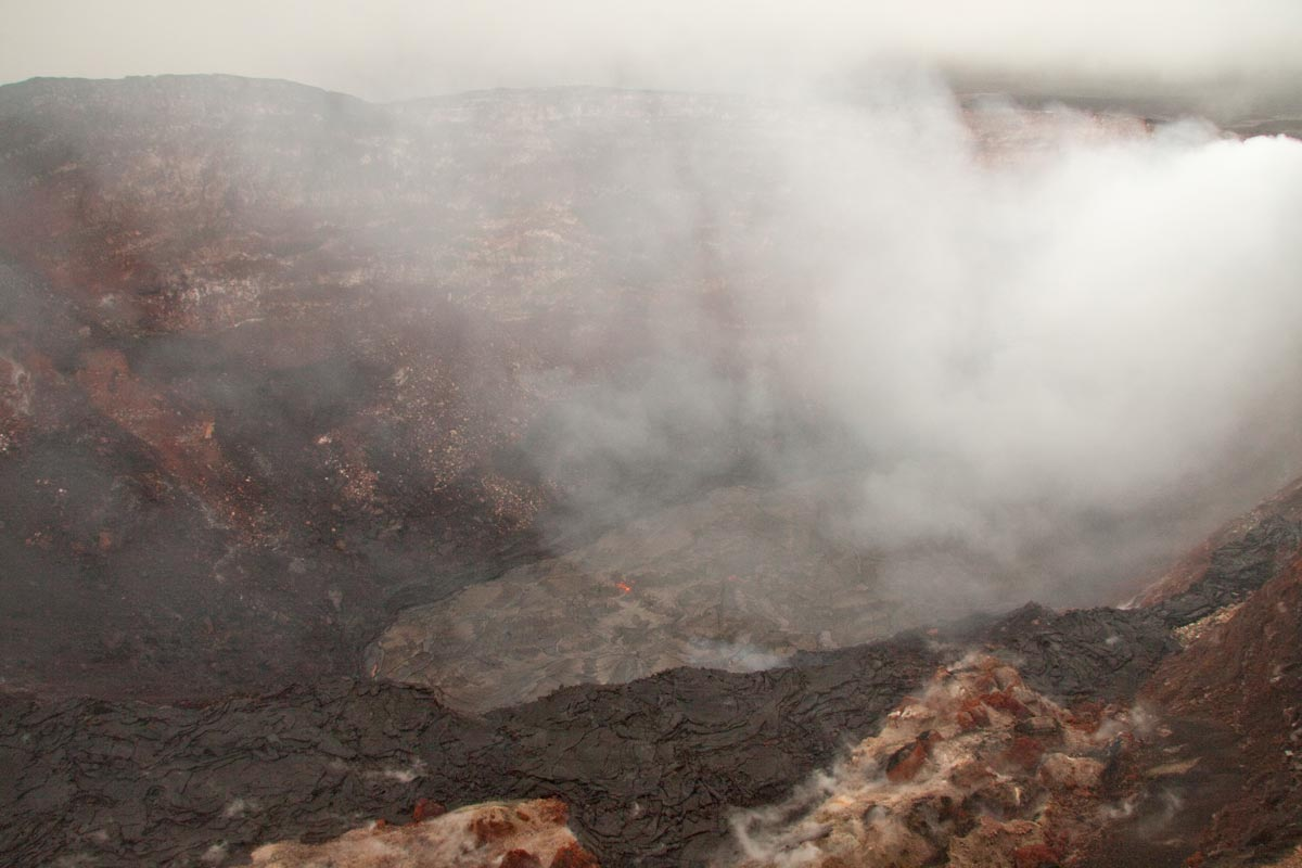 USGS/HVO images page showing the new lava lake inside the Pu`u O`o