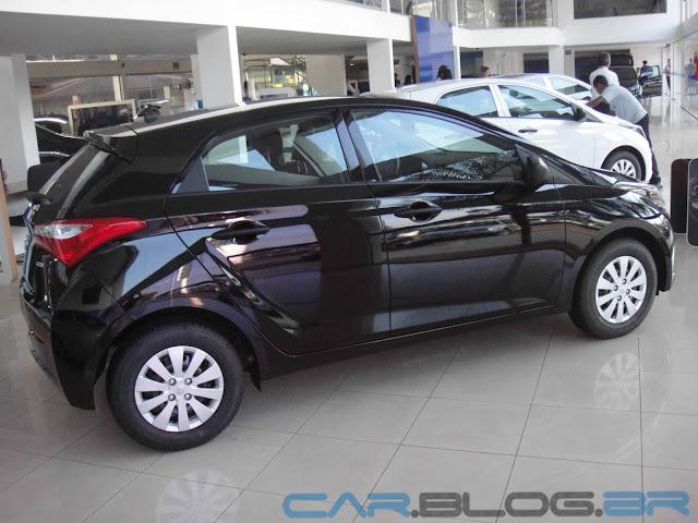 Hyundai HB 20 Preto Onix - Comfort Plus - lateral