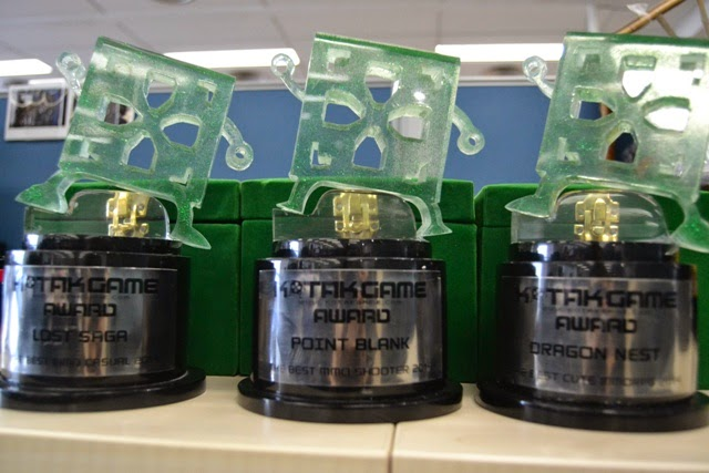 Gemscool Terima Trofi Kotak Game Awards 2014