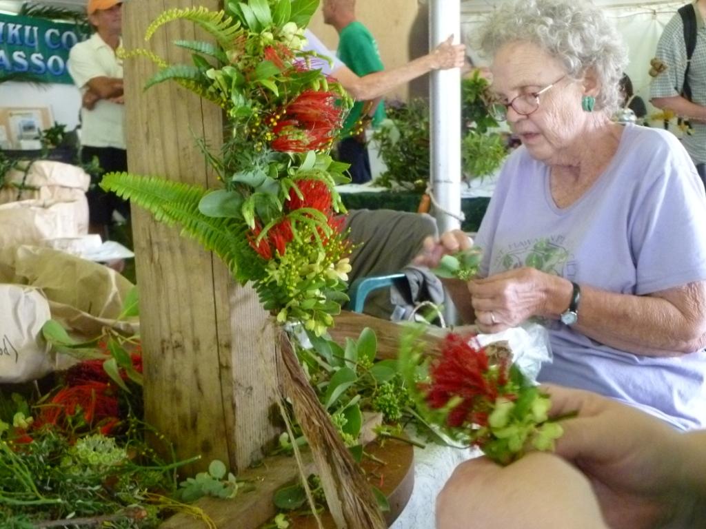 Maui jungalow making haku leis with the native hawaiian plant society izmirmasajfo
